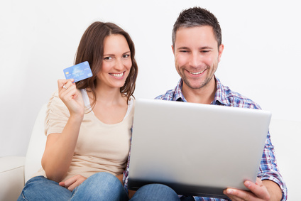 Young Couple Shopping Online - © apops - Fotolia.com